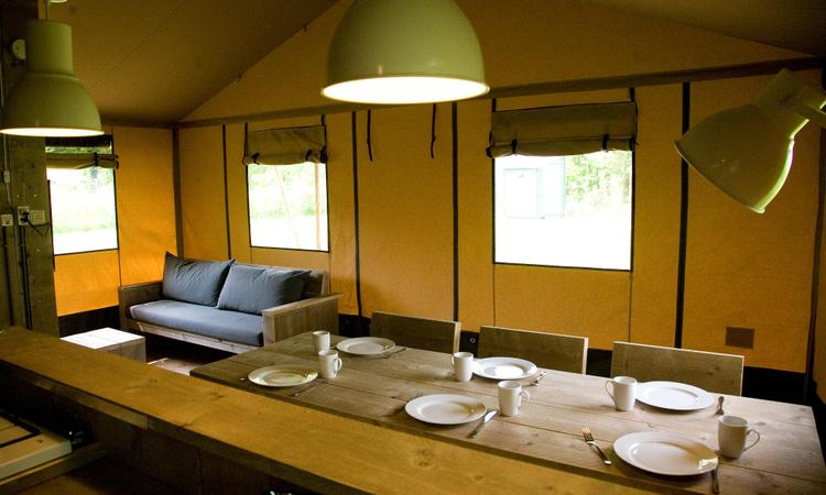 Eettafel Woodlodge tent